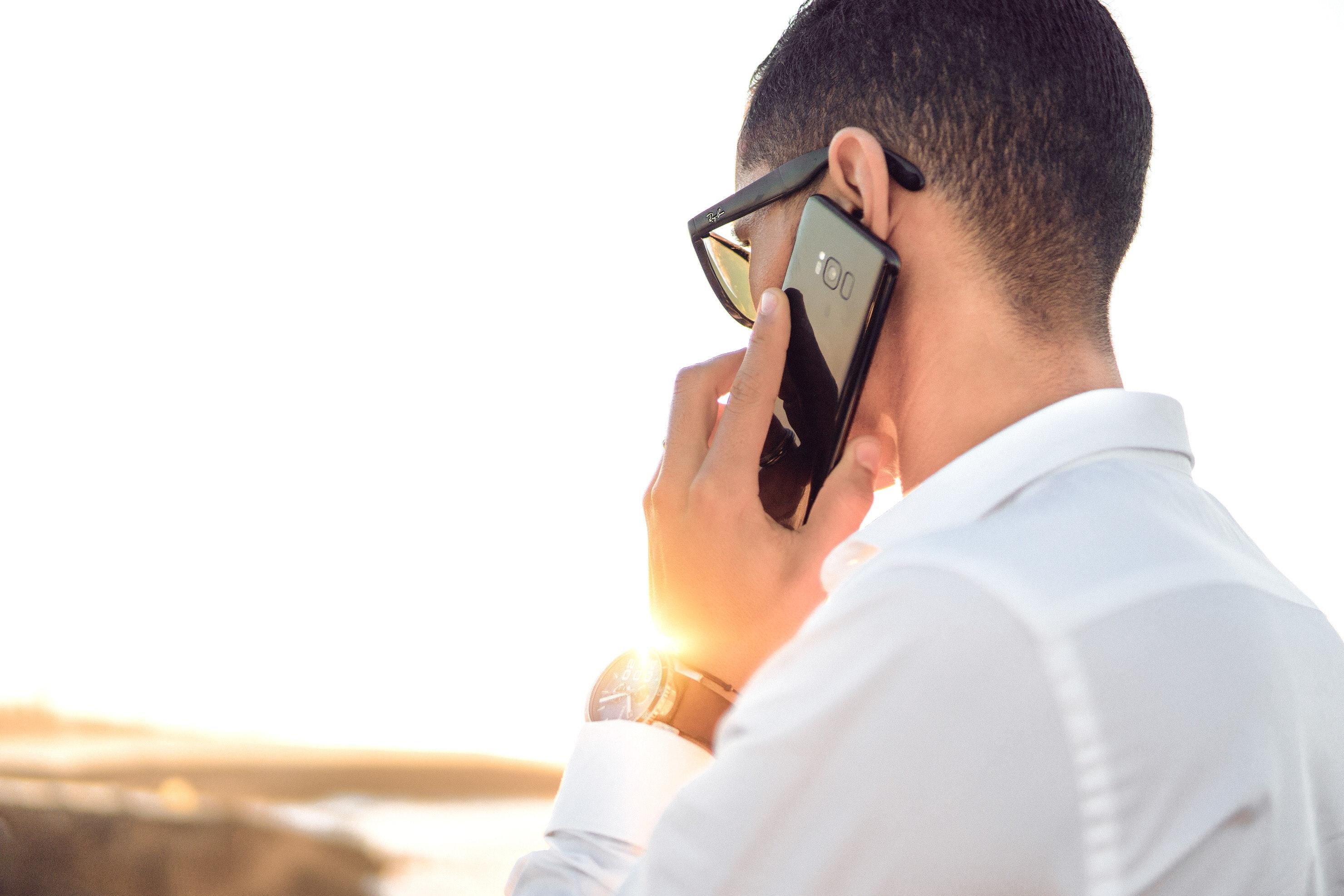 Hvordan virker softphone, og er det rigtigt for min virksomhed?